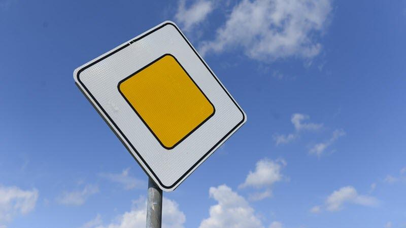 Обозначение знака 2.1 главная дорога