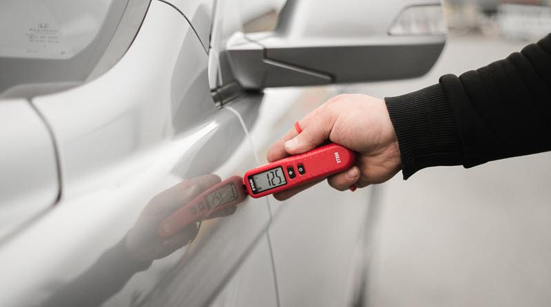проверка авто толщиномером в автосалоне
